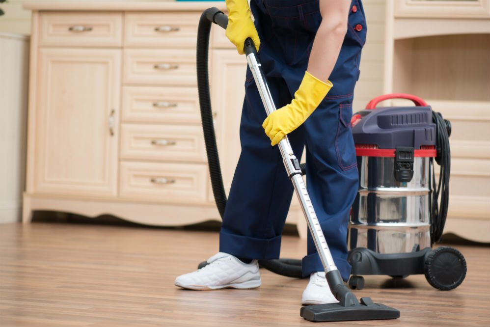 How to Use a Wet Dry Vac & Best Cleaning Tips